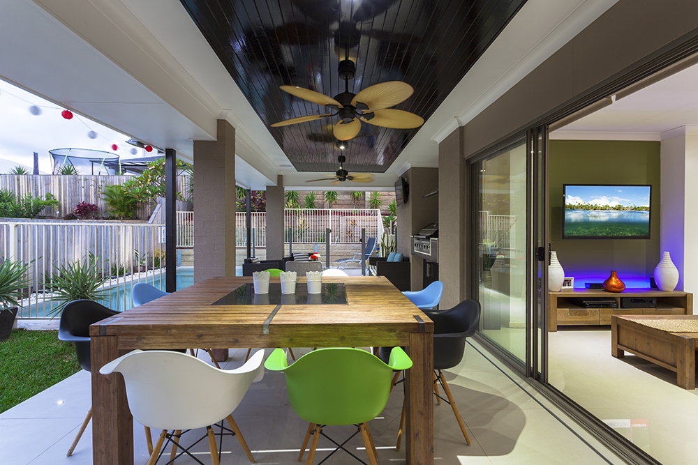Alfresco extension with outdoor kitchen
